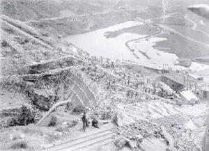 Lavori per la costruzione della diga del Brasimone
