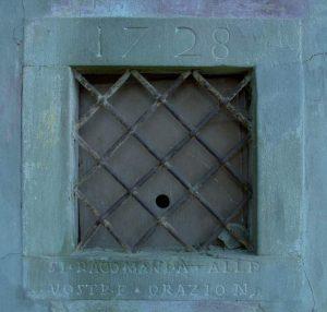 Inferriata di una delle fi nestre dell'oratorio della B.V. di San Luca a Ca' Linari (Castiglione dei Pepoli)
